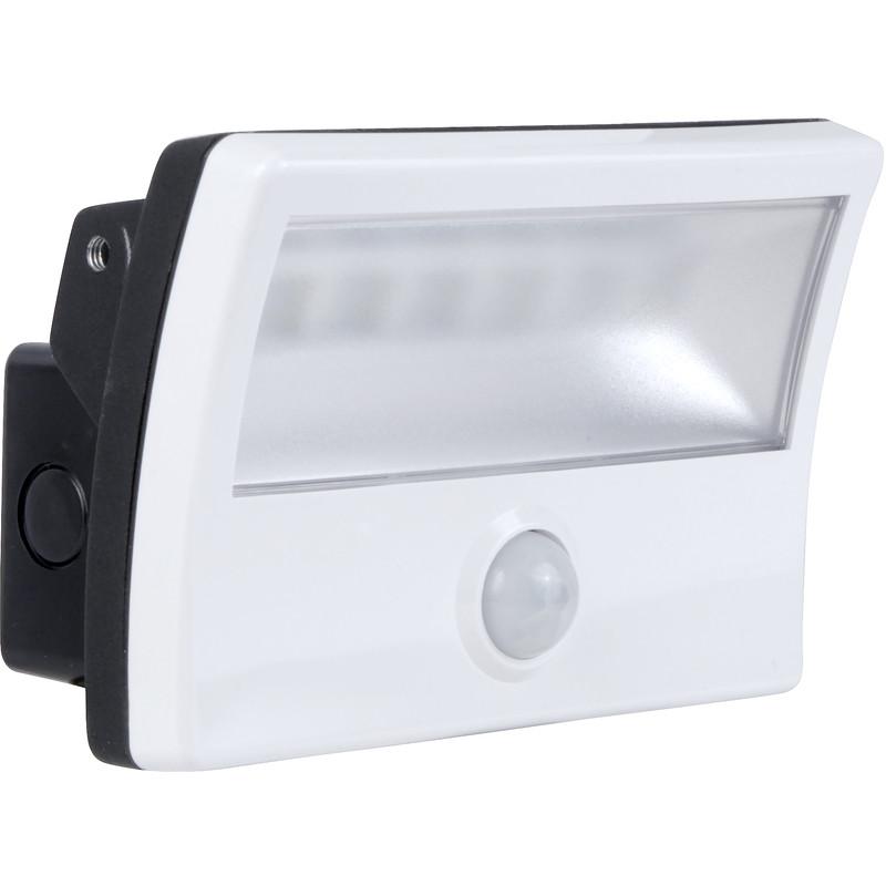 Flood light led pir : W pir led floodlight ip white lm toolstation